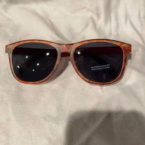 Retro flower print 70s style fall color sunnies
